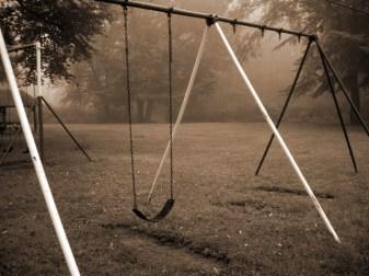 swing me high (© 2010 Lisa Stahl)