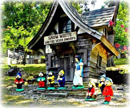 seven dwarfs gnomes