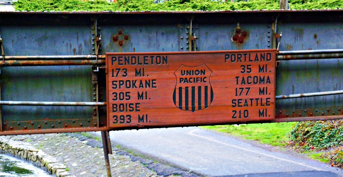 railroad sign at Multnomah