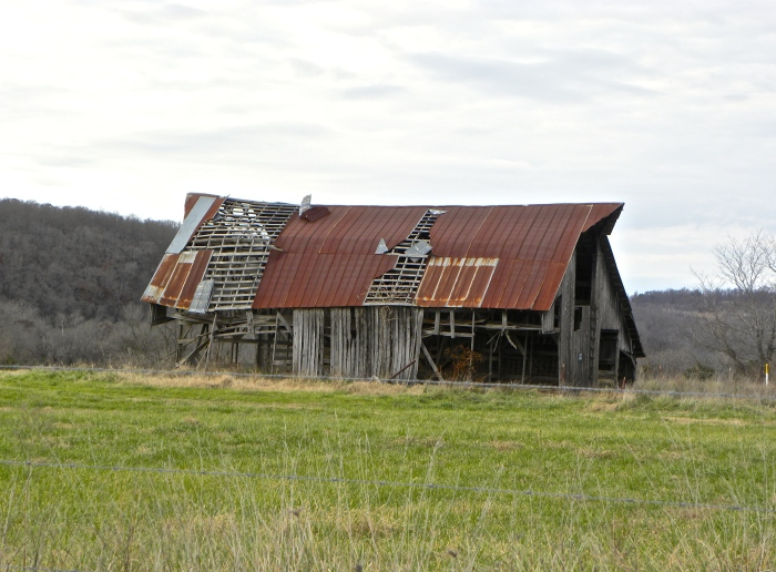 deserted barn in AR